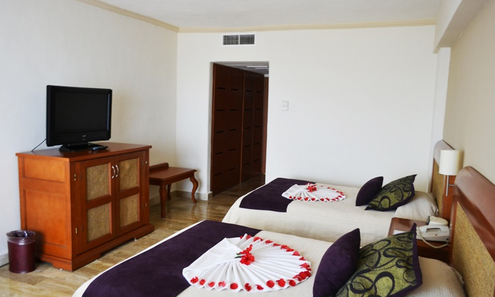 Luxury room with lagoon view Golden Parnassus All Inclusive Resort & Spa Hotel - Cancún