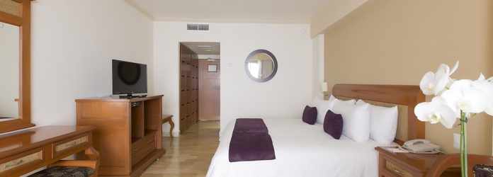 Luxury room with lagoon view Golden Parnassus All Inclusive Resort & Spa Hotel Cancún